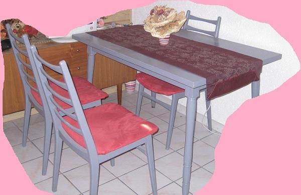 Tisch und Stühle neu anstreichen