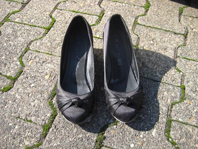 schlichte schwarze Schuhe
