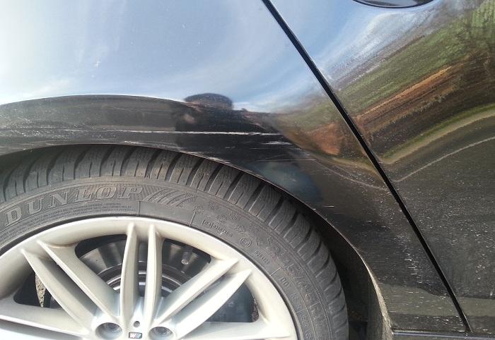 Kratzer aus Auto entfernen