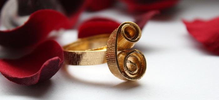 Selbstgemachte goldene Ringe