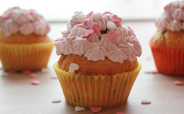 Vanille-Cupcakes mit Frischkäse-Topping