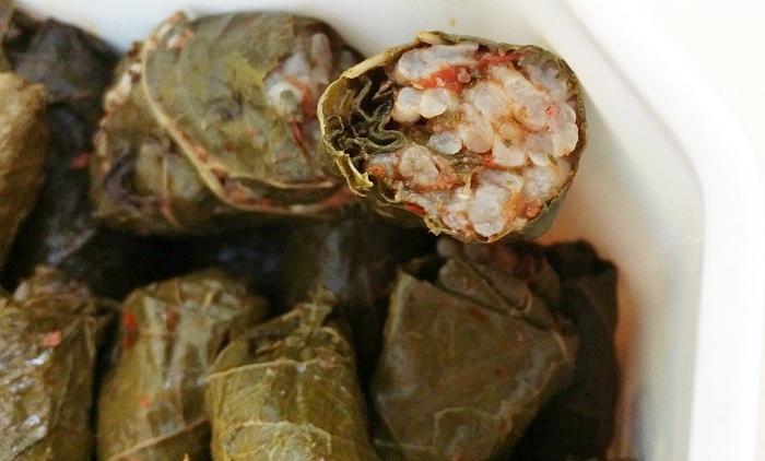 Etli yaprak sarmasi: Gefüllte Weinblätter mit Reis und Hackfleisch