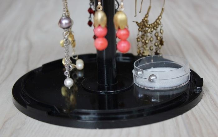 DIY: Ohrringhalter aus einer alten CD