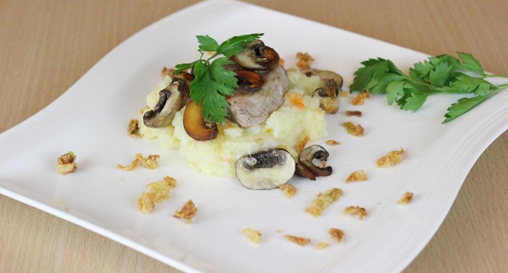 Schweinefilit mit Kartoffel-Möhren-Püree