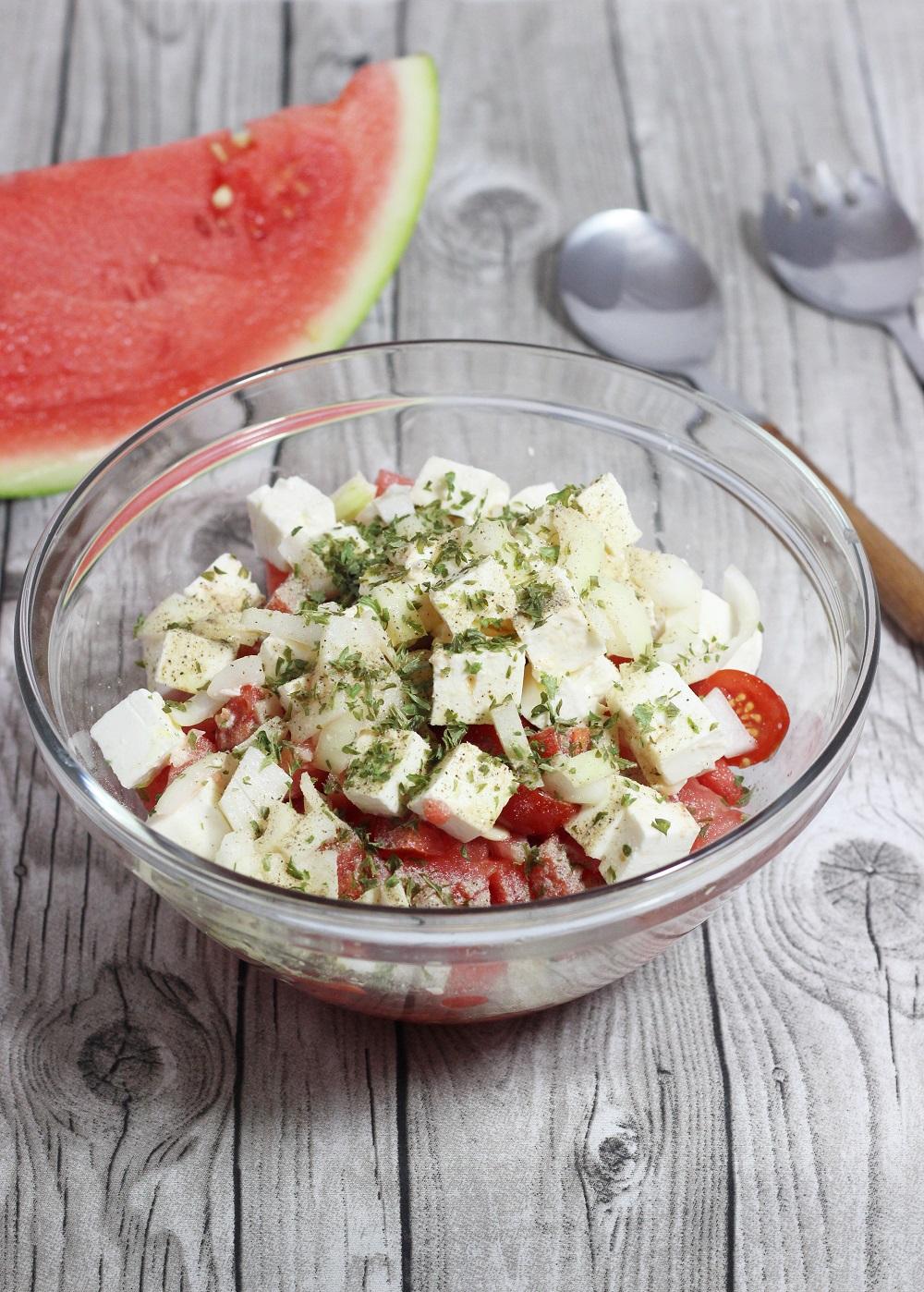 herzhafter Salat mit Obst