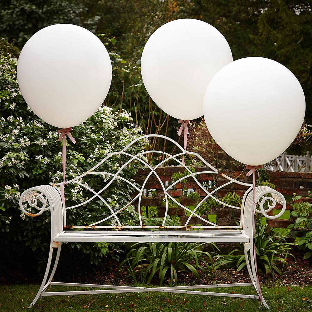 riesige-ballons-weiss
