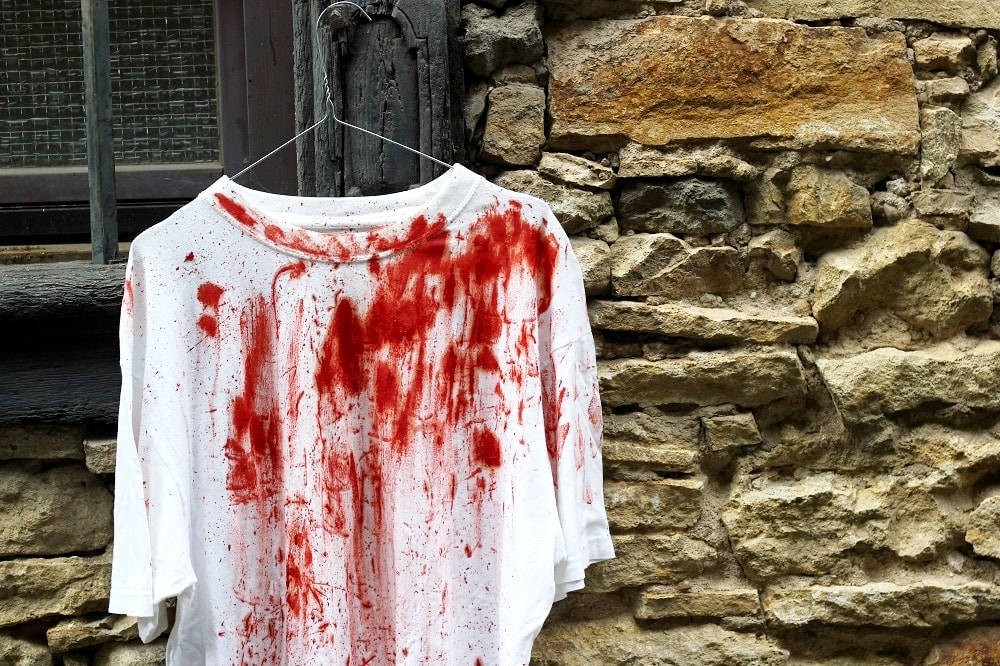 Halloweenkostüm mit Blut