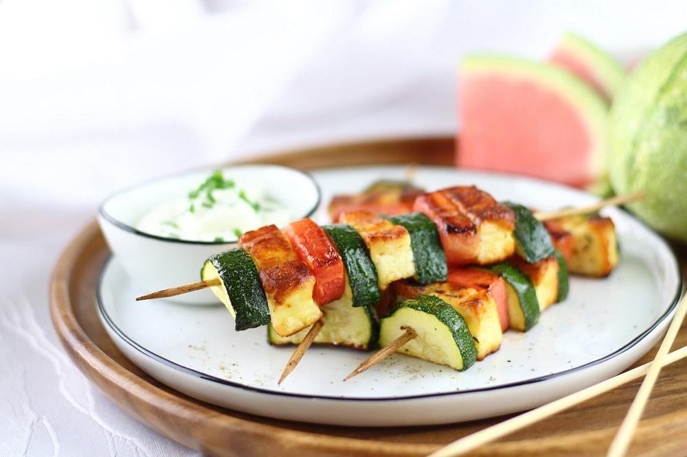 Food ABC - Z - Zucchini-Wassermelonen-Spieße mit Grillkäse 1-min