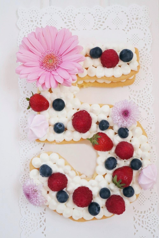 Biskuit Number Cake