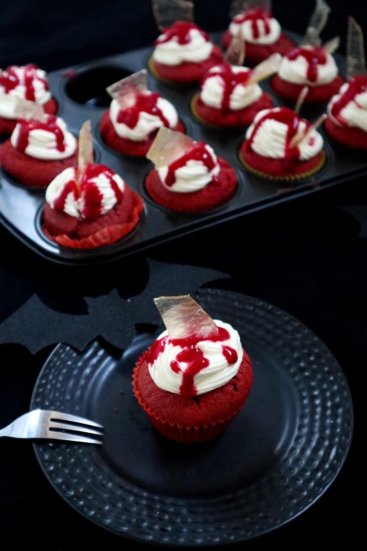 Cupcakes für Halloween mit Glasscherben
