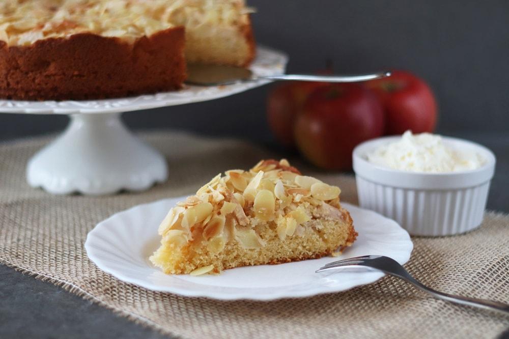 Mandelkuchen mit Äpfel