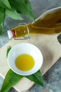 Bärlauchöl mit Olivenöl
